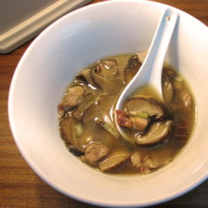 soupe de champignons shitakés au poulet