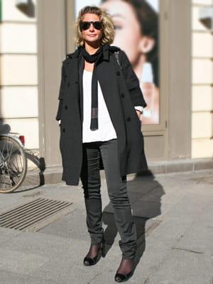 Une femme moderne la mode est dans la rue journal des femmes - Vendeuse pret a porter enfant ...