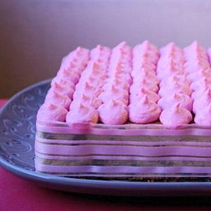 gâteau à étages à la pistache et crème framboise