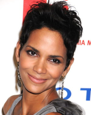 Coupes courtes halle berry dasyatracyviona site - Coupe courte halle berry ...