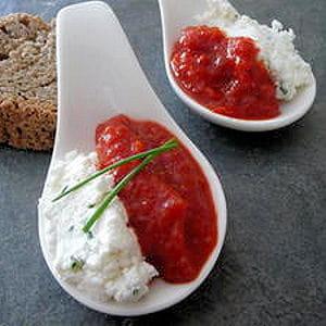 cuillère apéritive purée de poivron et fromage de chèvre