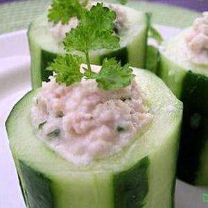 tubes de concombre farcis aux rillettes de poulet