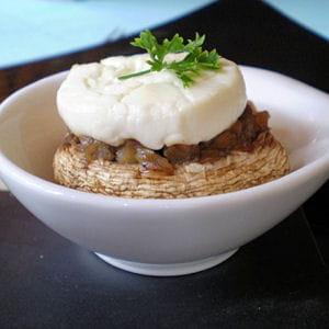champignon à la confiture d'oignon, fromage frais