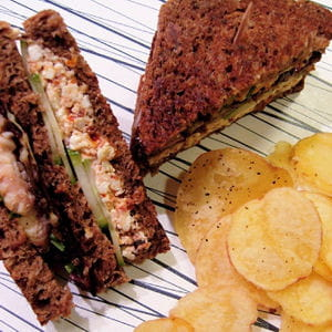 black club sandwich aux rougets et à la feta