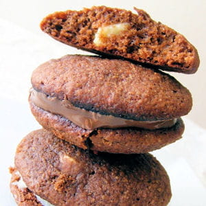 cookies moelleux au chocolat garnis façon macarons