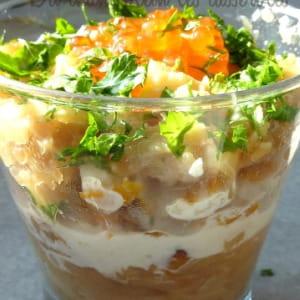 mousse parmentière au haddock, crème aux herbes et œufs de saumon