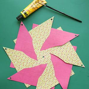 Fabriquer un moulin à vent en papier. 635707-fixer-les-feuilles