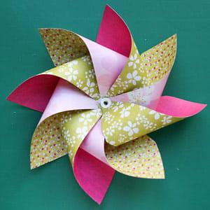 Fabriquer un moulin à vent en papier. 635741-fixer-definitivement-les-helices