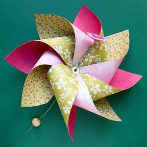Fabriquer un moulin à vent en papier. 635816-ajouter-la-perle