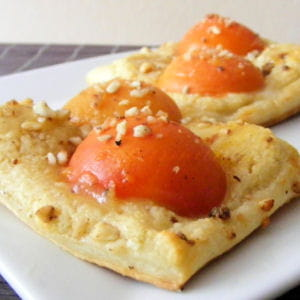 carrés feuilletés aux abricots et aux amandes