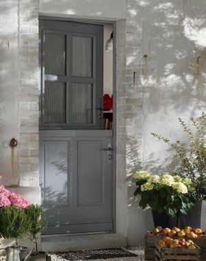 belle fermi re une porte pour mon entr e journal des femmes. Black Bedroom Furniture Sets. Home Design Ideas