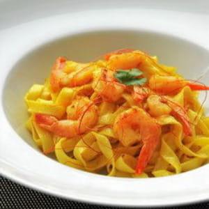 tagliatelles, sauce piquante aux crevettes