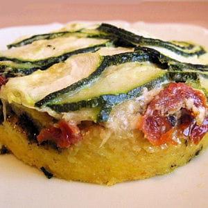 polenta au pistou, tomates séchées et aux courgettes