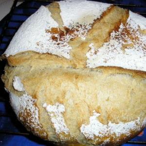 miche de pain de campagne en cocotte