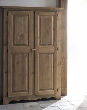 En pin massif belle armoire cherche chambre accueillante for Belle chambre atlanta ga