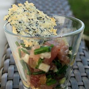 tartare de thon, tuile pavot-parmesan
