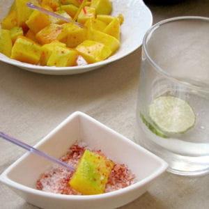 cubes de mangue verte au piment d'espelette