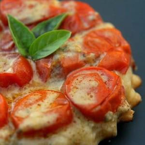 mini-tatin aux tomates-cerises et au roquefort