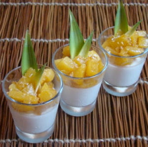 panna cotta coco-citron vert, ananas caramélisé, vanille bourbon et rhum blanc