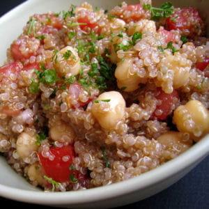 salade de quinoa aux poix chiches et tomates