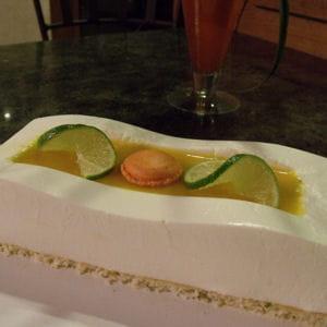bavarois citron vert, noix de coco et fruits exotiques