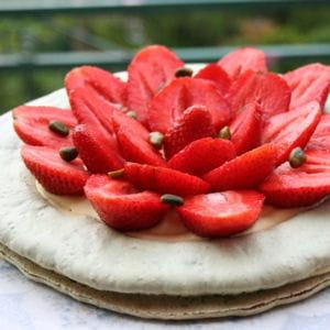 macaron géant aux fraises