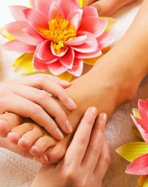 conseils pour prendre soin de ses pieds chouchoutez vos pieds journal des femmes. Black Bedroom Furniture Sets. Home Design Ideas