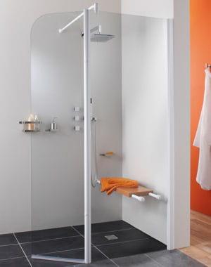 Pivotante douche l 39 italienne adoptez la tendance journal des fe - Leroy merlin paroi de douche ...