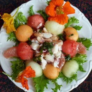 salade de melon au crabe et sauce à la groseille et à la menthe