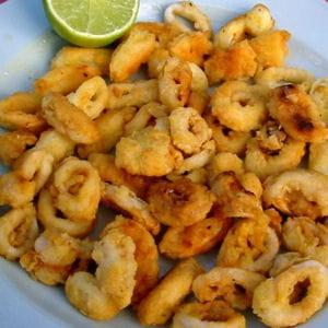 Faites croustiller les calamars 25 recettes de sp cialit s grecques journal des femmes - Comment cuisiner les calamars ...
