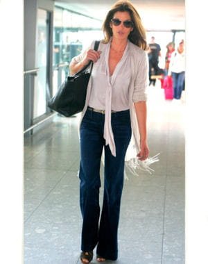 cindy crawford à l'aéroport de londres le 8 juin 2011