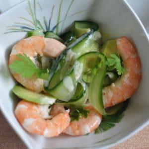 salade épicée de concombres aux crevettes