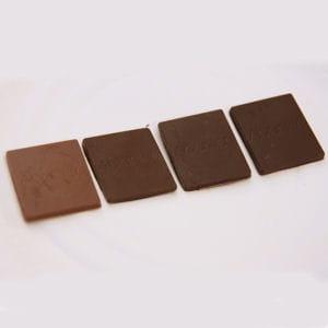 la quantité de cacao ne détermine pas la couleur du chocolat.