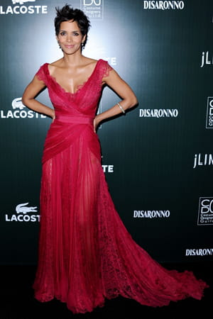 halle berry le 22 février 2011 aux 'costume designers guild awards'