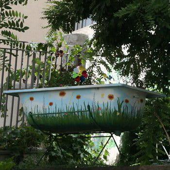 Une baignoire jardini re l 39 art de la r cup 39 au jardin for Baignoire oiseaux jardin