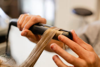 comment se boucler les cheveux avec un lisseur. Black Bedroom Furniture Sets. Home Design Ideas