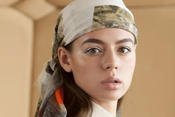 5 façons modernes et tendance de porter le foulard style carré Hermès