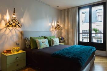 Déco en contrastes dans un appartement parisien