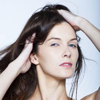 Comment réparer mes cheveux cassants et fourchus ?