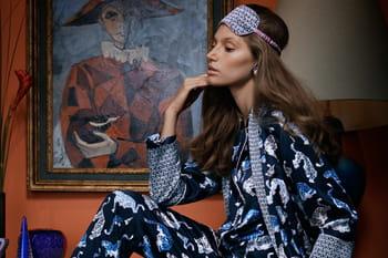 En mode pyjama party, du lit à la rue