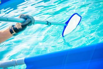 Quels produits pour nettoyer une piscine for Produit miracle pour fuite piscine