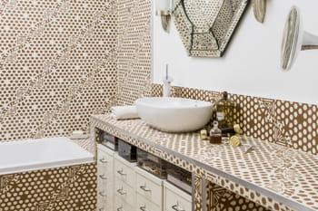 salle de bains le carreau de ciment en vedette journal des femmes. Black Bedroom Furniture Sets. Home Design Ideas