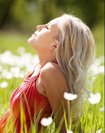 5 gestes pour protéger mes cheveux du soleil