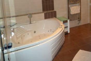 baignoire baln o opter pour le bon syst me. Black Bedroom Furniture Sets. Home Design Ideas