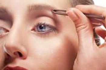 comment s 39 piler les sourcils maquillage des yeux conseils et astuces journal des femmes. Black Bedroom Furniture Sets. Home Design Ideas