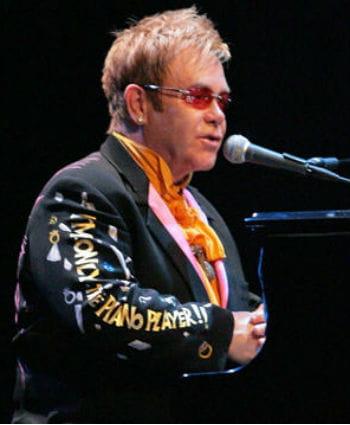 elton john en concert pour les 60 ans de dior en 2008