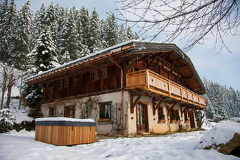 Un chalet &agrave; la d&eacute;co chaleureuse et bois&eacute;e