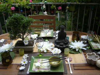 une table zen au jardin journal des femmes. Black Bedroom Furniture Sets. Home Design Ideas