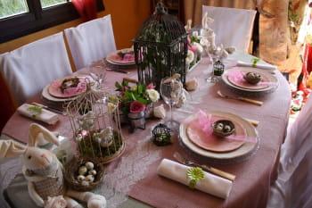 Une table printani re vieux rose et beige journal des femmes for Deco vieux rose et gris