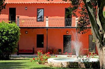 Une maison rouge à l'espagnole